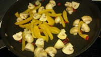2. When potato is ready, fry the rest of garlic and olive oil in another frying pan and fry mushroom, chili and paprika.